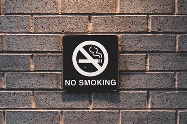 No smoking sign on a brick wall